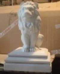 Лев на пьедестале тип 2